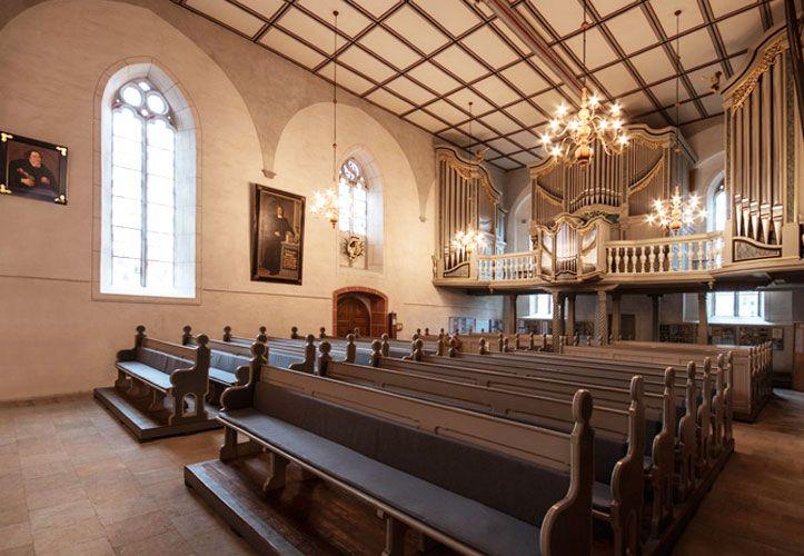 fertige Orgel inder Kirche